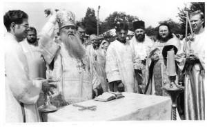 2002г. - Освящение новых золоченных куполов митрополитом Германом.